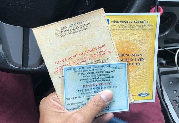 Giấy tờ xe ô tô gồm giấy đăng ký xe, giấy phép lái xe, đăng kiểm xe....