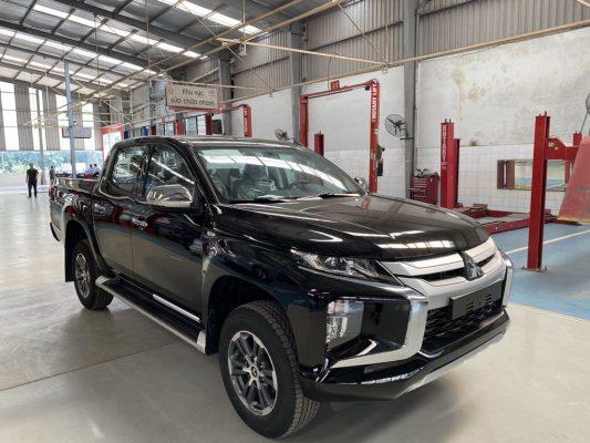 So sánh nhanh Toyota Hilux 2021 và Mitsubishi Triton 2021